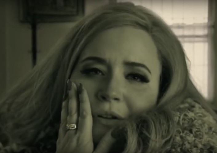 Adele Saves Thanksgiving From Racism In Hilarious Saturday Night Live Skit - Featured Image