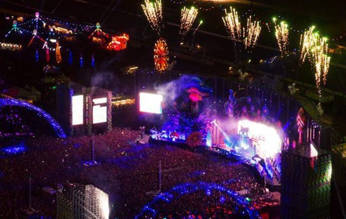 Dada Life blow up Electric Daisy Carnival 2013 (Las Vegas) (Live Set) - Featured Image