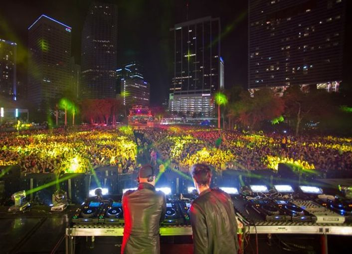 Knife Party Live at Ultra Music Festival 2013 (Week 2) (Unreleased Video) : Full Live Set Stream / Video [Free Download] - Featured Image