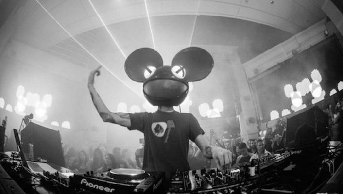 Hear Deadmau5' First 2 Hour Beats 1 Radio Mix - Featured Image